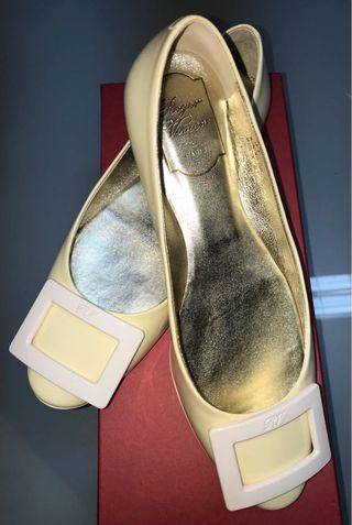 Roger Vivier Off White Patent Leather Ballerina Flat Shoes