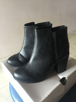 🚚 Ankle Boots