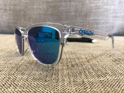 🚚 Oakley™️ FROGSKINS 🐸 Asian Fit (Clear/Sapphire Iridium)