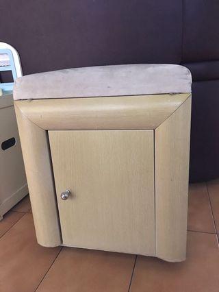 椅櫃(上墊可當熨斗用)