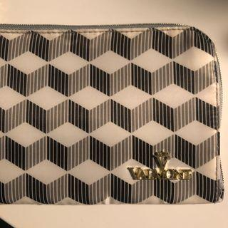 Valmont pouch