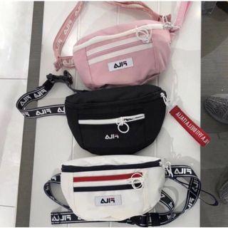 🚚 Instock FILA Korean version of the pockets fashion wild shoulder bag new Hong Kong style tide brand chest bag CY280