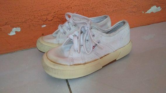 sepatu keds putih