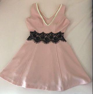 🚚 韓版優質粉色傘狀洋裝,衣長78公分,胸圍40公分,腰圍30公分(誤差三公分)
