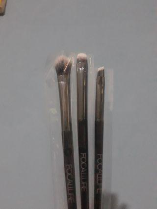 3 brush kecil focallure #SociollaCarousell