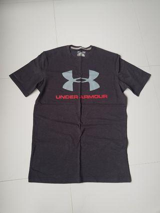 Under Armour Tshirt in Grey