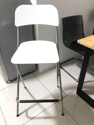 Beautiful white high stool/chair almost new