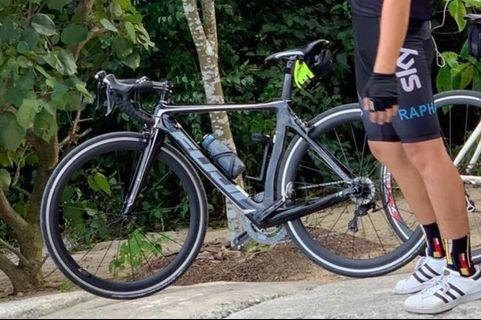 Fuji Transonic 2.3 Aero Road bike