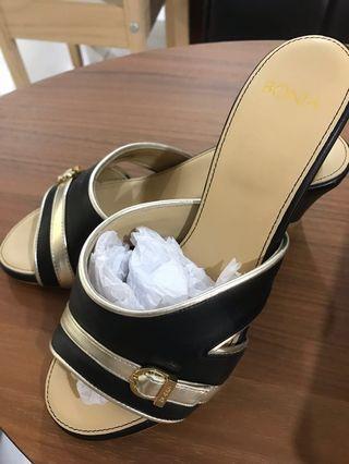 🚚 New: authentic bonia black shoes