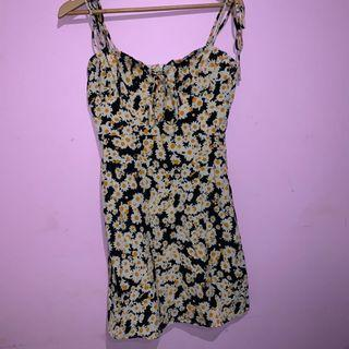 Tie up daisy dress medium BNWT