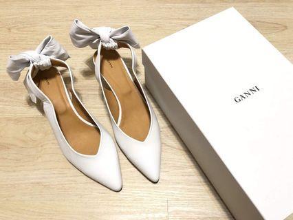 🚚 Ganni白色蝴蝶結貓跟鞋