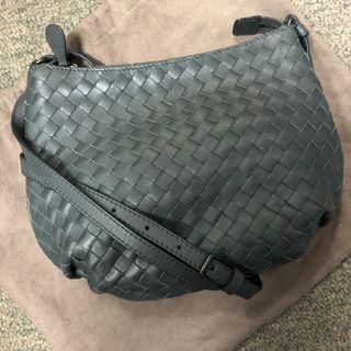 全新品 BV 灰色羊皮斜背包