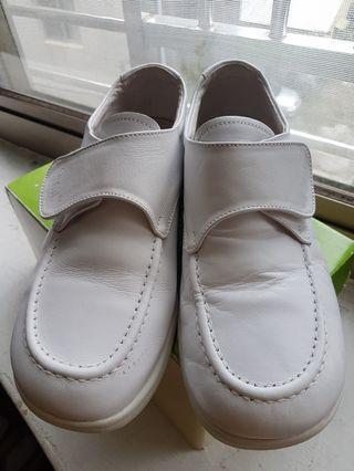 愛美樂護士鞋75號
