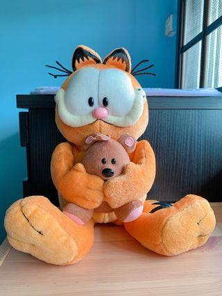 🚚 Authentic TY Garfield hugging pooky