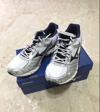 Mizuno Running Shoe (US 7)