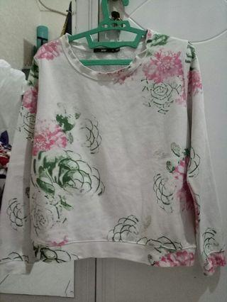 Sweater Bunga Putih