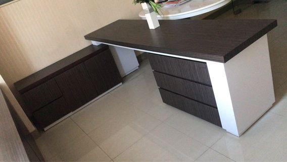 Meja Kantor dan Laci