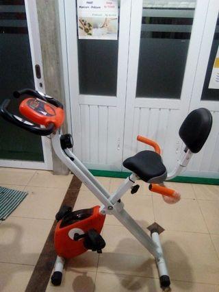 Sepeda statis lipat