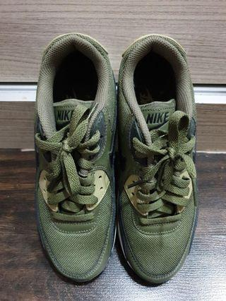 Nike Air Max 90 Essential in Olive