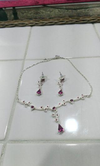 Silver necklace/earrings set