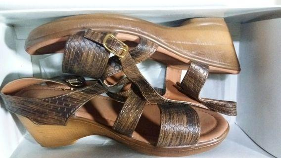 Sepatu Sandal Sophie Martin