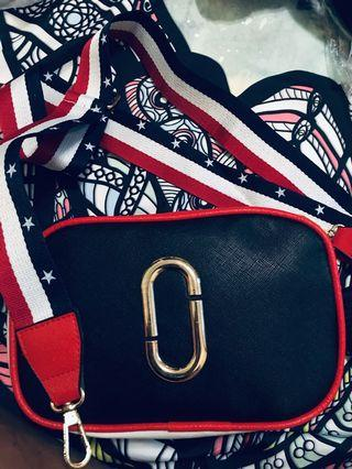 💕現貨💕真皮女生包包 PU皮革側背包 側背包 相機包 小包包 肩背包 休閑簡約小方包 時尚正韓個性寬帶單肩包 斜挎包