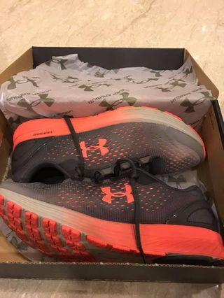 🚚 Under Amour, Charged WOMENS running shoes