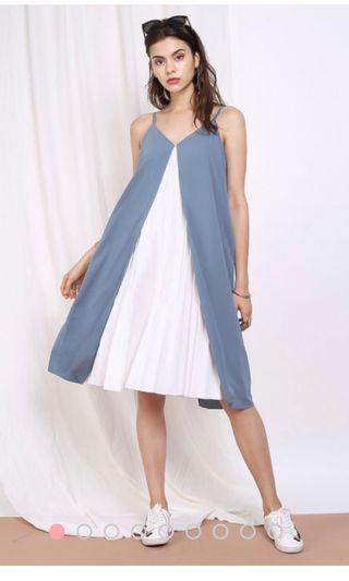 🚚 Supergurl pleated midi dress