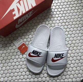 🚚 Nike Benassi Slides Size eu 41