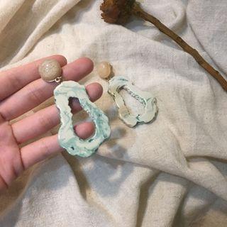 🚚 湖綠暈染乳白色仙女耳環