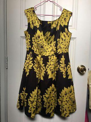 🚚 BCBG Maxazria women sunflower dress