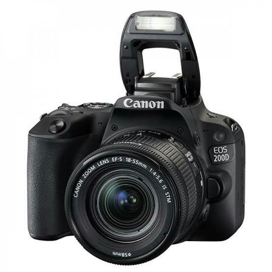 Canon 200D Lensa 18-55mm