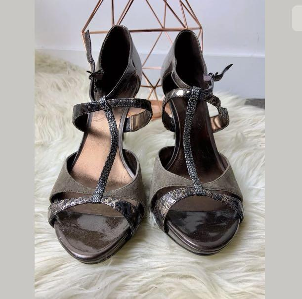 Guess sz 8.5M brown shiny gold metallic women open toe heels straps shoes party