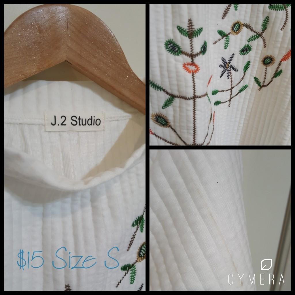 """""""J.2 Studio"""" White Floral Embroidered Jumper with Slight Dolman Sleeves (Size S)"""