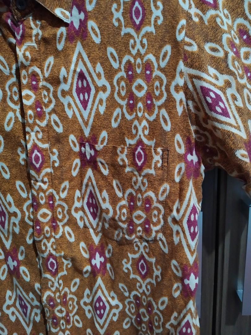 Kemeja batik Kalimantan