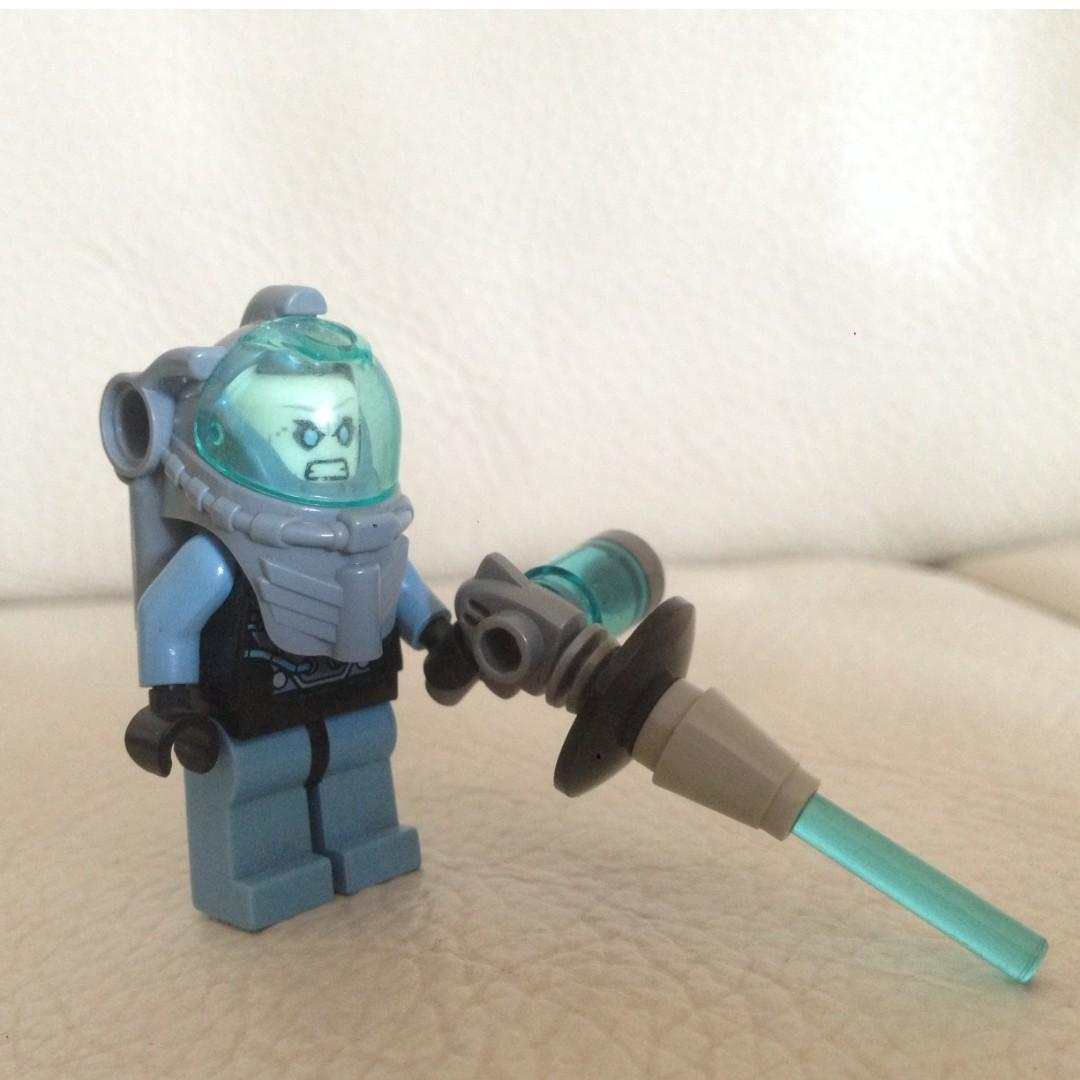 Lego Arctic Batman vs Mr Freeze (76000)