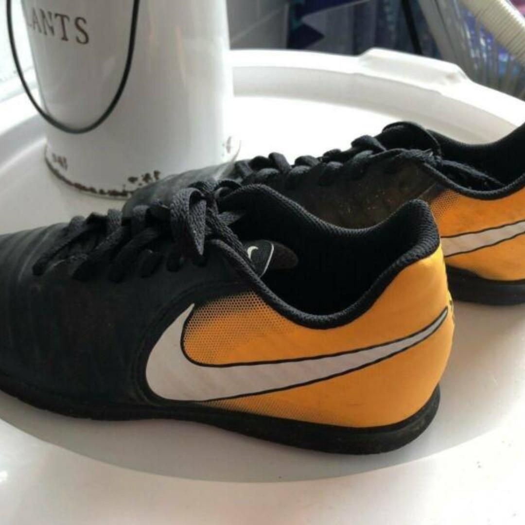 miglior sito vendita scontata foto ufficiali Mens/Kids Tiempo x Adidas Indoor Soccer boots on Carousell