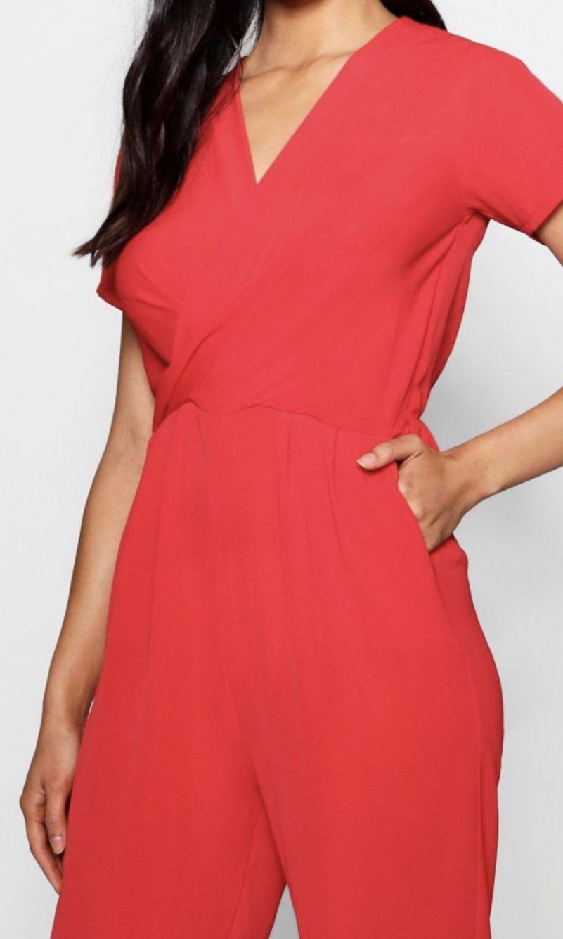NWTO Boohoo Naima Plunge Twist Capped Sleeve in Red
