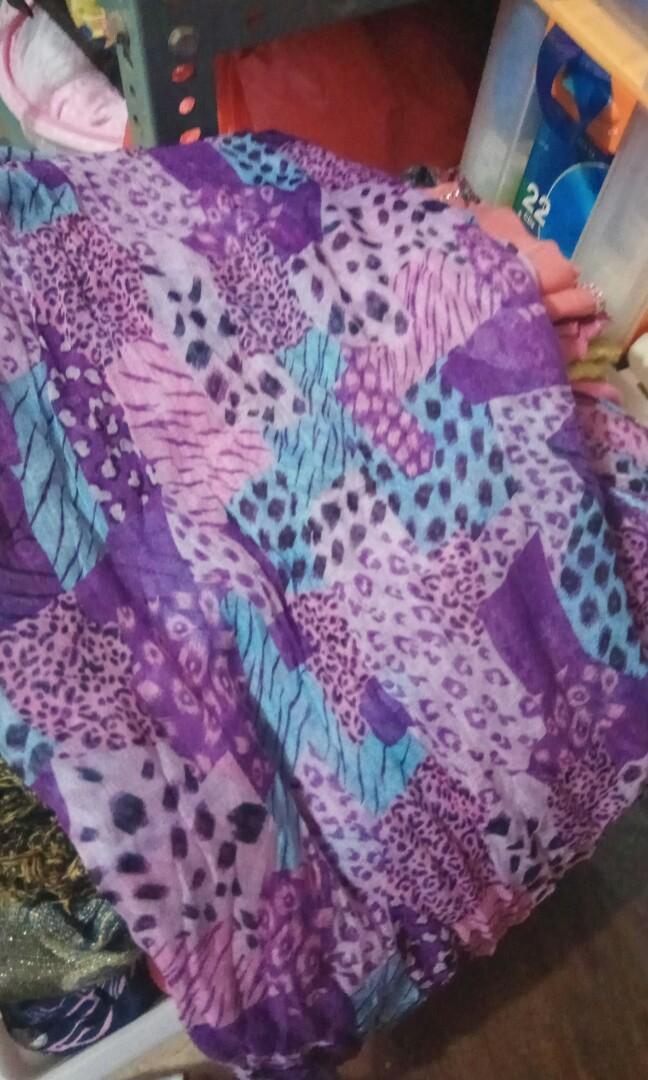 Pashmina / scarf / syal / warna ungu bercorak