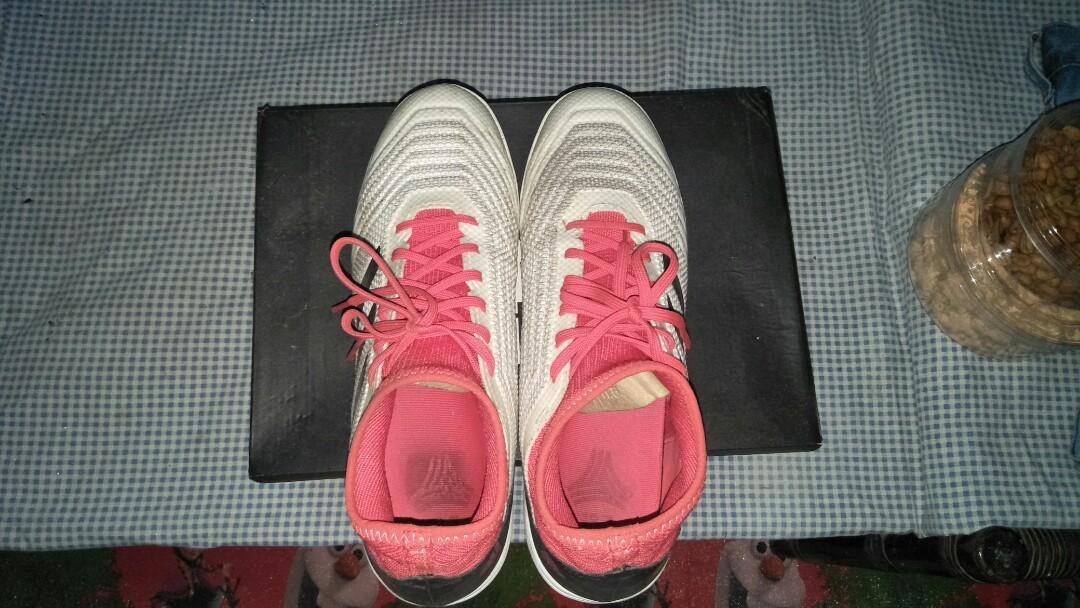 Sepatu futsal Adidas predator tango