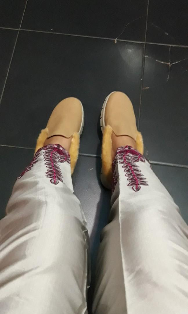 Sepatu wanita ukuran 39