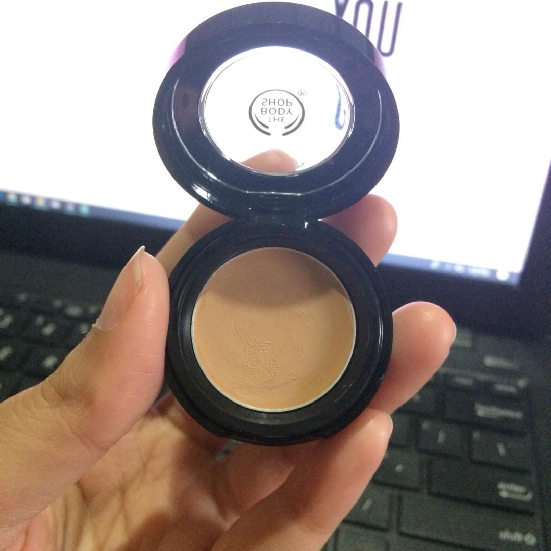 the body shop 034 matte clay full coverage concealer