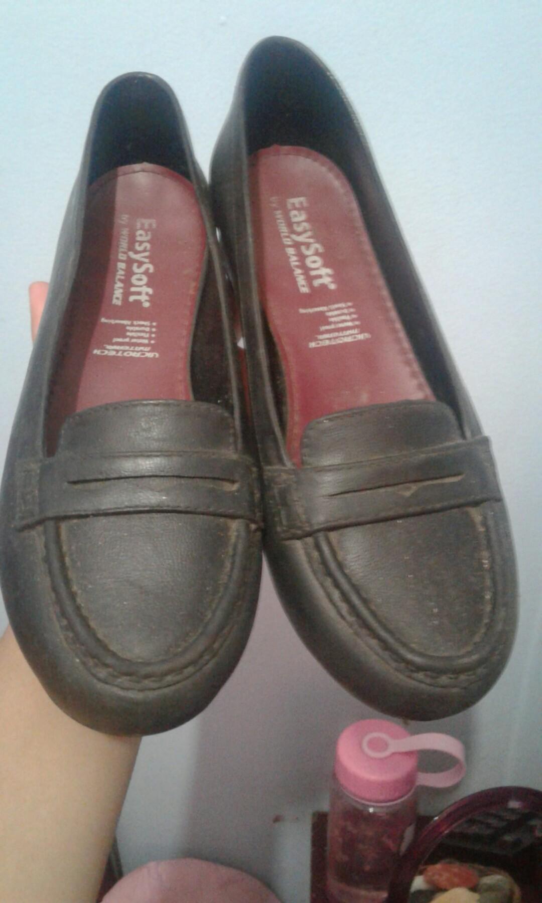 World balance waterproof school shoes