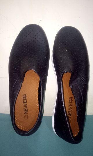 Sepatu Newera