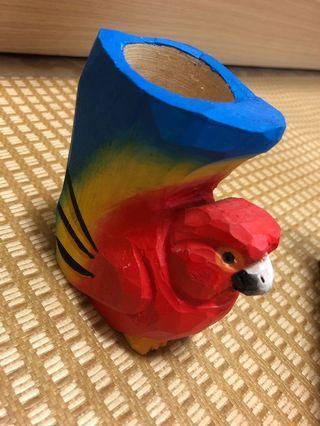 🚚 鸚鵡木製小筆筒