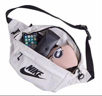 🚚 🎁Nike Large Chest Bag