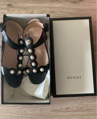 🚚 💯% Authentic BNIB Gucci Black Sandals with Pearls
