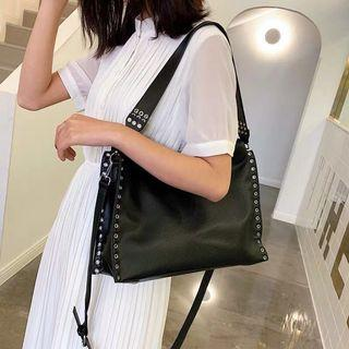 2019 new Korean version simple fashion rivet shoulder Messenger bag large capacity sling bag crossbody