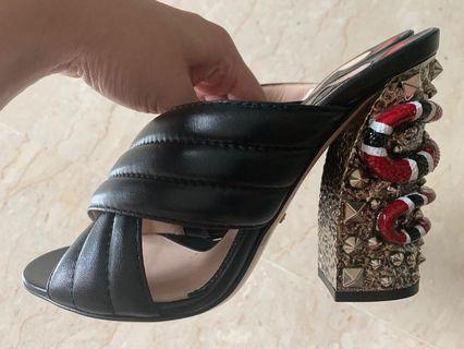 🚚 💯% Authentic BNIB Gucci Black Leather Heels Snake Design