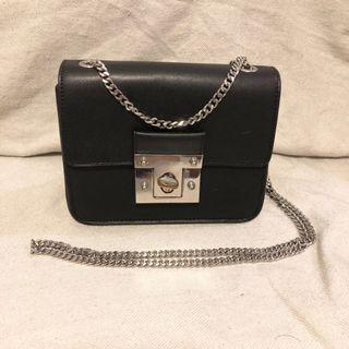 🌻 M&S black chain Bag